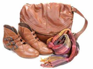 Tasche mit Schal als Accessoire